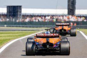 Lando Norris, McLaren MCL35M, Daniel Ricciardo, McLaren MCL35M