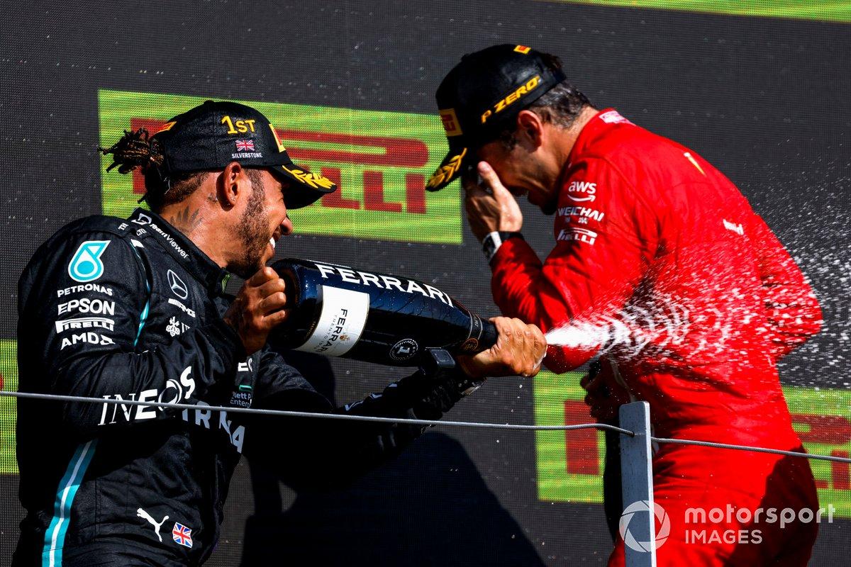 Podio: segundo lugar Charles Leclerc, Ferrari, ganador Lewis Hamilton, Mercedes