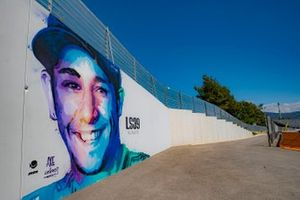 Panneau d'hommage à Luis Salom #39