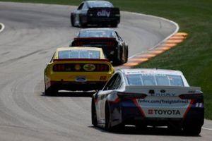 Denny Hamlin, Joe Gibbs Racing, Toyota Camry FedEx Freight, Joey Logano, Team Penske, Ford Mustang Shell Pennzoil