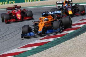 Daniel Ricciardo, McLaren MCL35M, Sergio Perez, Red Bull Racing RB16B, and Charles Leclerc, Ferrari SF21