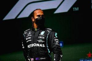 Lewis Hamilton, 1e plaats, op het podium