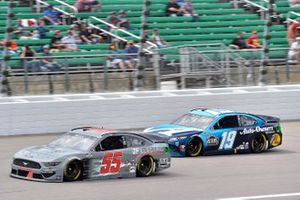 Matt Mills, B.J. McLeod Motorsports, Ford Mustang y Martin Truex Jr., Joe Gibbs Racing, Toyota Camry Auto-Owners Insurance