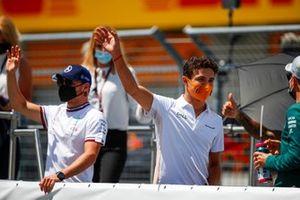 Valtteri Bottas, Mercedes en Lando Norris, McLaren tijdens de rijdersparade