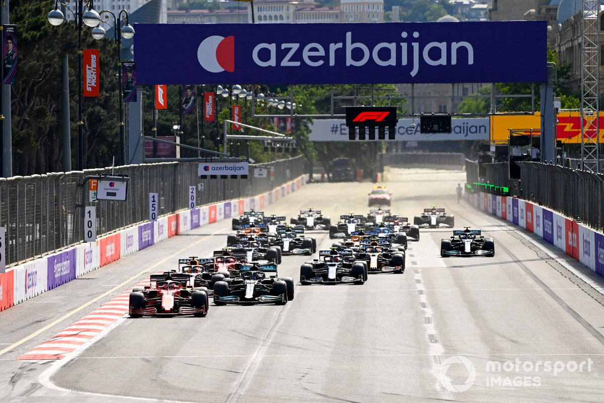 Charles Leclerc, Ferrari SF21, Lewis Hamilton, Mercedes W12, Max Verstappen, Red Bull Racing RB16B, Pierre Gasly, AlphaTauri AT02, and the rest of the field