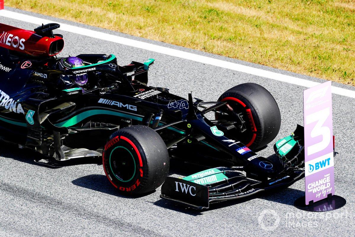 Lewis Hamilton, Mercedes W12, arriva nel Parc Ferme dopo la Qualifica