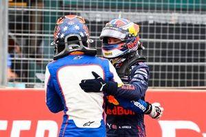 Il vincitore della gara Jack Doohan, Trident festeggia con Dennis Hauger, Prema Racing nel Parco Chiuso