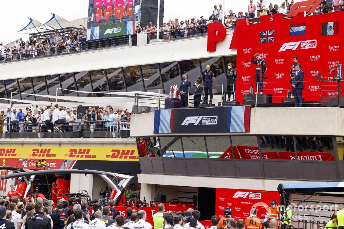 Gianpiero Lambiase, ingeniero de carrera de Red Bull Racing, Lewis Hamilton, Mercedes, Max Verstappen, Red Bull Racing, y Sergio Pérez, Red Bull Racing