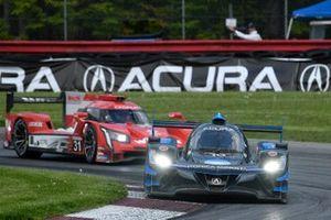 #10 Wayne Taylor Racing Acura ARX-05 Acura DPi: Ricky Taylor, Filipe Albuquerque, #31 Action Express Racing Cadillac DPi: Felipe Nasr, Pipo Derani