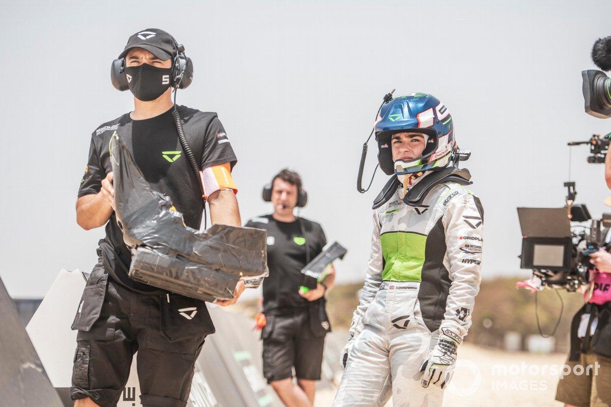 Jamie Chadwick, Veloce Racing, se prepara para el cambio de piloto