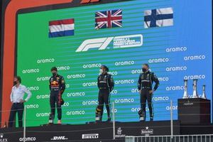 The Mercedes trophy delegate, Max Verstappen, Red Bull Racing, 2nd position, Lewis Hamilton, Mercedes, 1st position, and Valtteri Bottas, Mercedes, 3rd position, on the podium