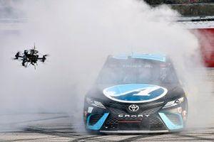 Race winner Martin Truex Jr., Joe Gibbs Racing, Toyota Camry Auto-Owners Insurance