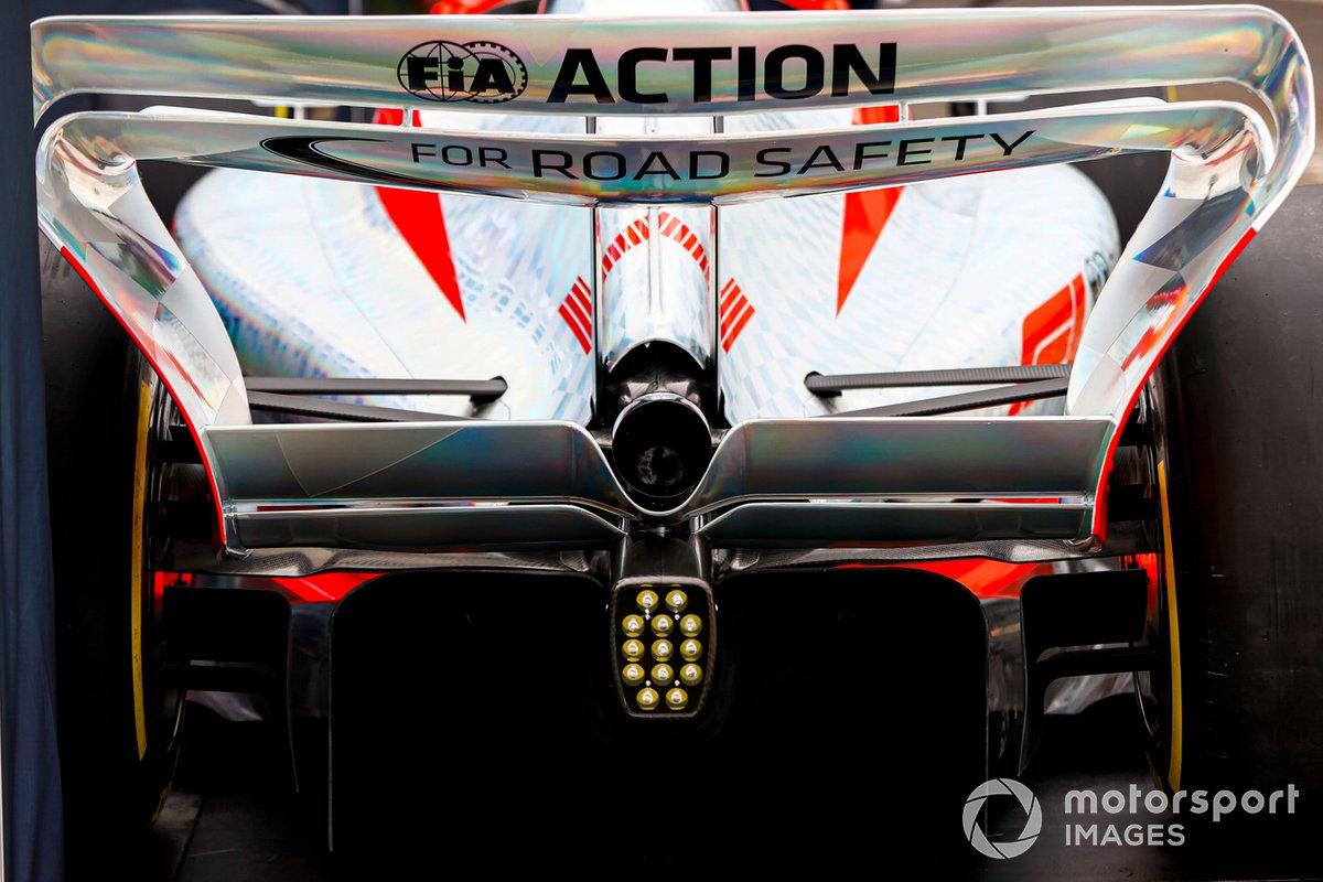 Detalle del alerón trasero del coche de Fórmula 1 2022