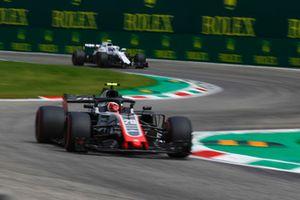 Kevin Magnussen, Haas F1 Team VF-18 and Sergey Sirotkin, Williams FW41