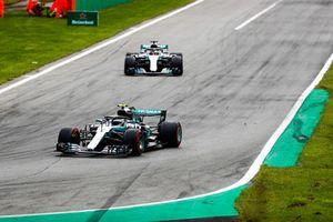 Valtteri Bottas, Mercedes AMG F1 W09, Lewis Hamilton, Mercedes AMG F1 W09