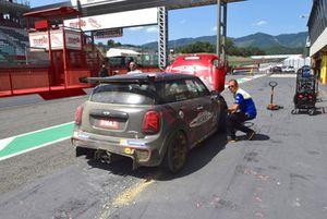 Matteo Nugnes, Mini John Cooper Works Lite, Mini Italia, in pit lane