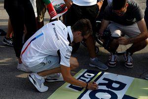Marco Wittmann, BMW Team RMG, mit Gruß an Robert Wickens
