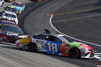 Kyle Busch, Joe Gibbs Racing, Toyota Camry M&M's White Chocolate, incidente