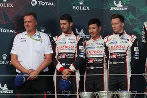 Podio: al secondo posto #7 Toyota Gazoo Racing Toyota TS050: Mike Conway, Kamui Kobayashi, Jose Maria Lopez