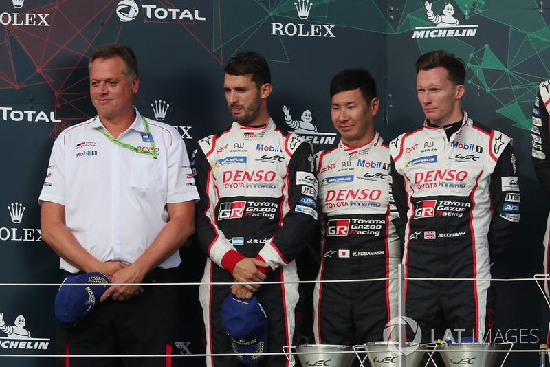 Podio: segundos #7 Toyota Gazoo Racing Toyota TS050: Mike Conway, Kamui Kobayashi, Jose Maria Lopez