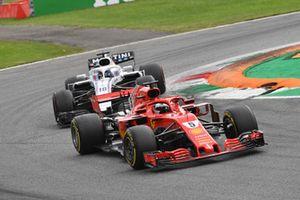 Sebastian Vettel, Ferrari SF71H y Lance Stroll, Williams FW41