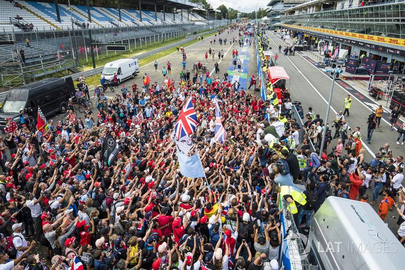 Lewis Hamilton, Mercedes AMG F1, celebra su victoria