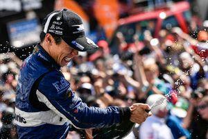 Takuma Sato, Rahal Letterman Lanigan Racing Honda celebrates the win in Victory Lane with champagne
