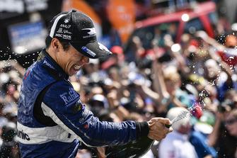 Takuma Sato, Rahal Letterman Lanigan Racing Honda in Victory Lane met champagne