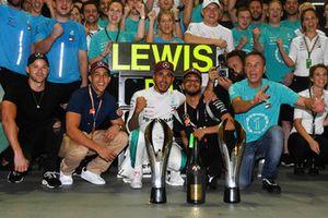 Lewis Hamilton, Mercedes AMG F1 viert feest