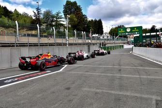 Макс Ферстаппен, Red Bull Racing RB14, Маркус Эрикссон и Шарль Леклер, Alfa Romeo Sauber C37