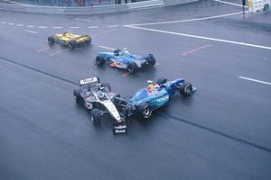 Mika Hakkinen, McLaren MP4/13, werd geraakt door Johnny Herbert, Sauber C17 in La Source