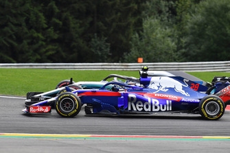 Brendon Hartley, Scuderia Toro Rosso STR13 and Valtteri Bottas, Mercedes AMG F1 W09