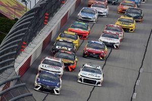Denny Hamlin, Joe Gibbs Racing, Toyota Camry FedEx Throwback Toyota Camry and Kyle Larson, Chip Ganassi Racing, Chevrolet Camaro DC Solar start
