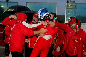 Race winner Ralf Aron, PREMA Theodore Racing Dallara F317 - Mercedes-Benz with the team