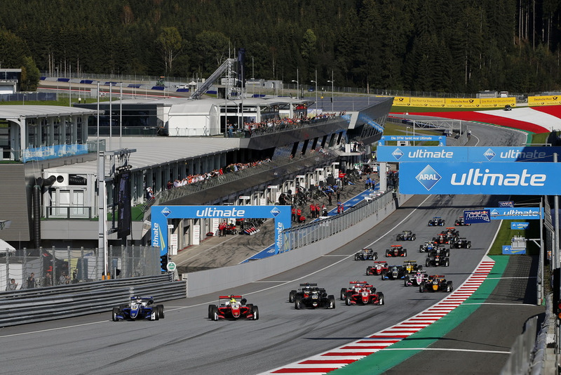 Start of the race, Robert Shwartzman, PREMA Theodore Racing Dallara F317 - Mercedes-Benz, Mick Schumacher, PREMA Theodore Racing Dallara F317 - Mercedes-Benz