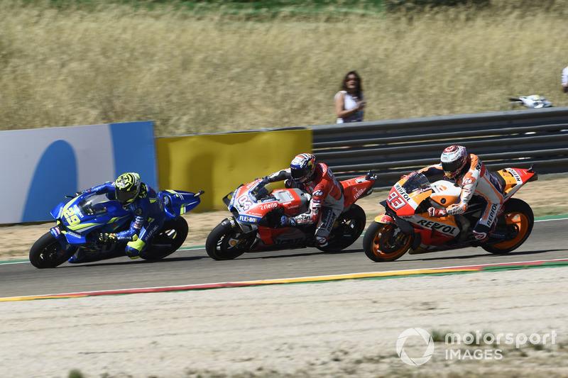 Iannone tente d'attaquer Dovizioso et Márquez