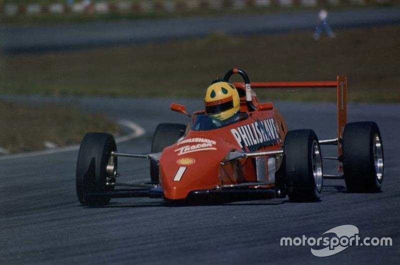 Em 1988, foi vice-campeão de Fórmula Ford
