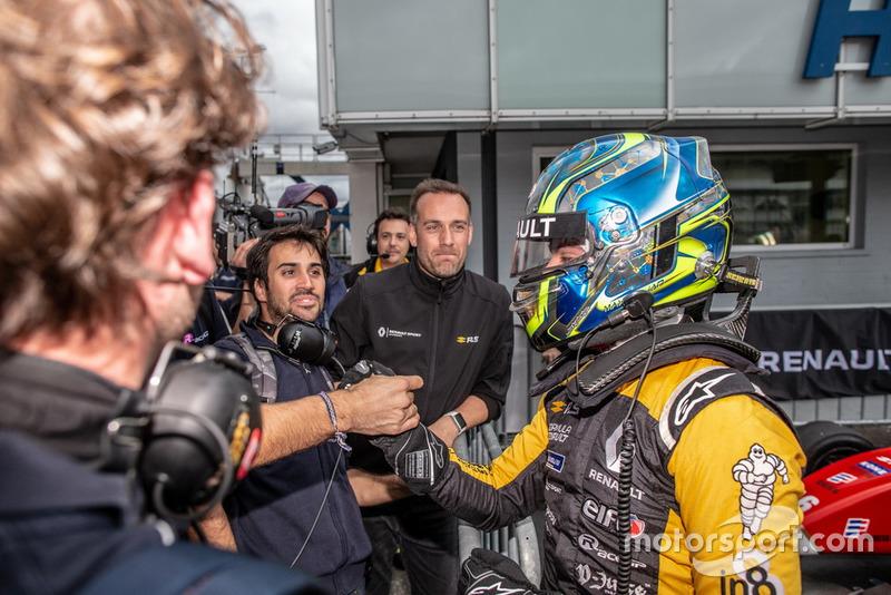 Ganador de la carrera Max Fewtrell, R-Ace GP
