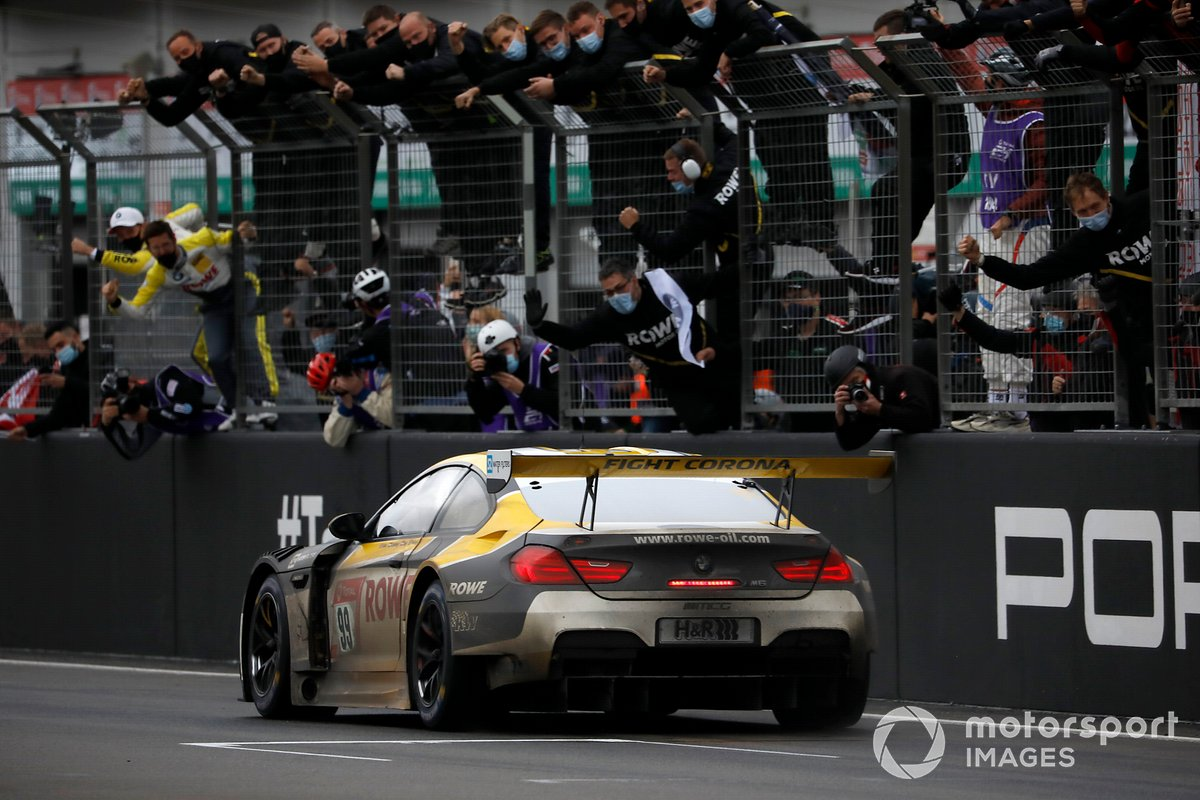 il vincitore della gara #99 Rowe Racing BMW M6 GT3: Alexander Sims, Nicky Catsburg, Nick Yelloly, Philipp Eng
