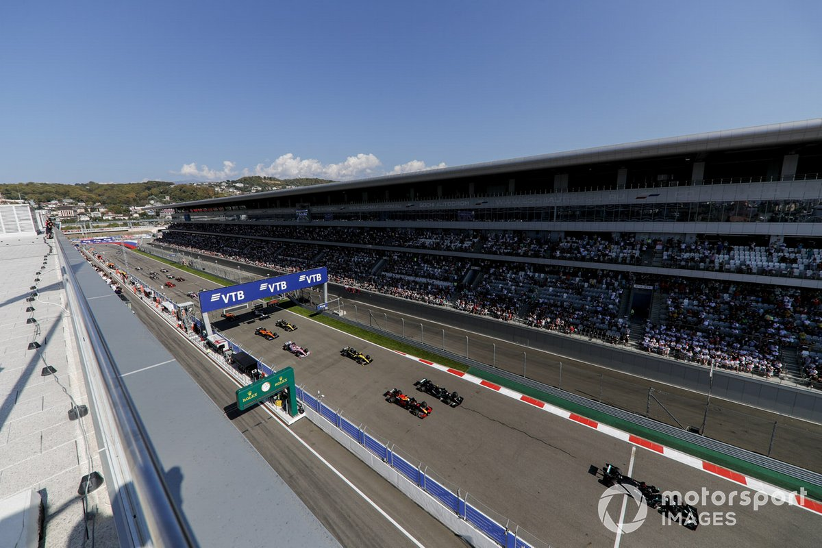 Lewis Hamilton, Mercedes F1 W11 al inicio