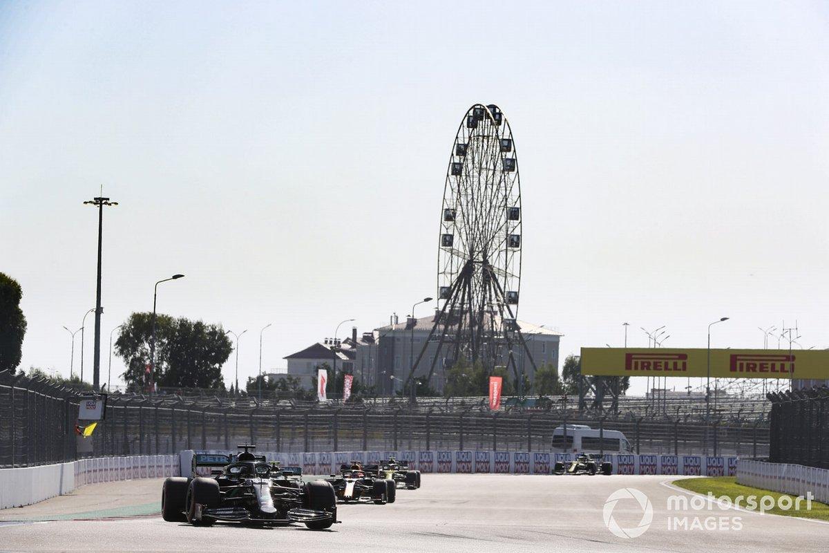 Lewis Hamilton, Mercedes F1 W11, Valtteri Bottas, Mercedes F1 W11, Max Verstappen, Red Bull Racing RB16
