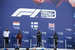 Max Verstappen, Red Bull Racing, Valtteri Bottas, Mercedes-AMG F1, en Lewis Hamilton, Mercedes-AMG F1