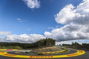 Lewis Hamilton, Mercedes F1 W11, Sergio Perez, Racing Point RP20
