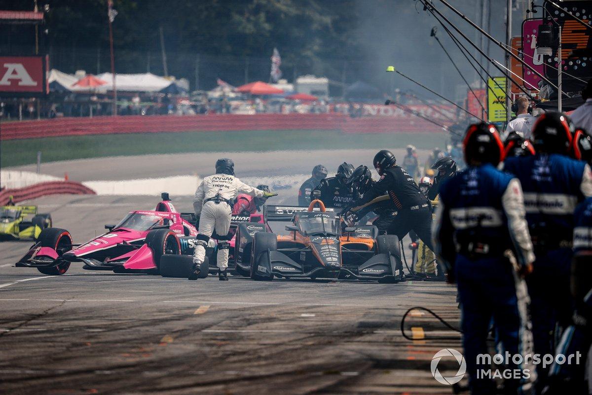 Patricio O'Ward, Arrow McLaren SP Chevrolet, pit stop, Jack Harvey, Meyer Shank Racing Honda