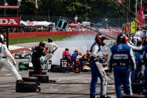 Patricio O'Ward, Arrow McLaren SP Chevrolet, Colton Herta, Andretti Harding Steinbrenner Autosport Honda, pit stop