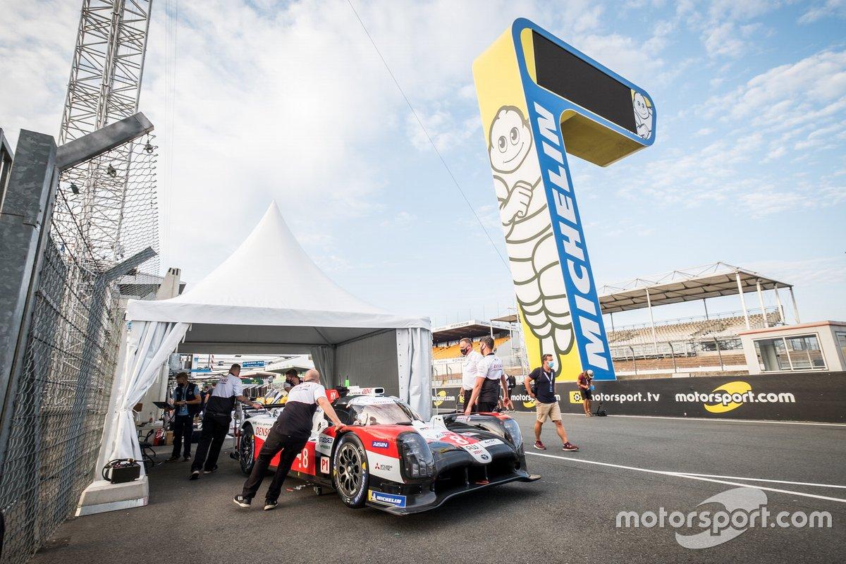 #8 Toyota Gazoo Racing Toyota TS050: Sebastien Buemi, Kazuki Nakajima, Brendon Hartley at scrutiny