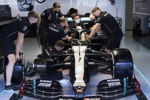 Mechanics work on the car of Valtteri Bottas, Mercedes F1 W11