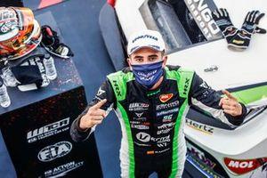 Le vainqueur Mikel Azcona, Zengo Motorsport Services KFT CUPRA León Competición TCR