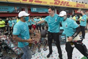 Lewis Hamilton, Mercedes-AMG F1, 1st position, Toto Wolff, Executive Director (Business), Mercedes AMG, Valtteri Bottas, Mercedes-AMG F1, 2nd position, and the Mercedes team celebrate after securing a record 7th Constructors World Championship title