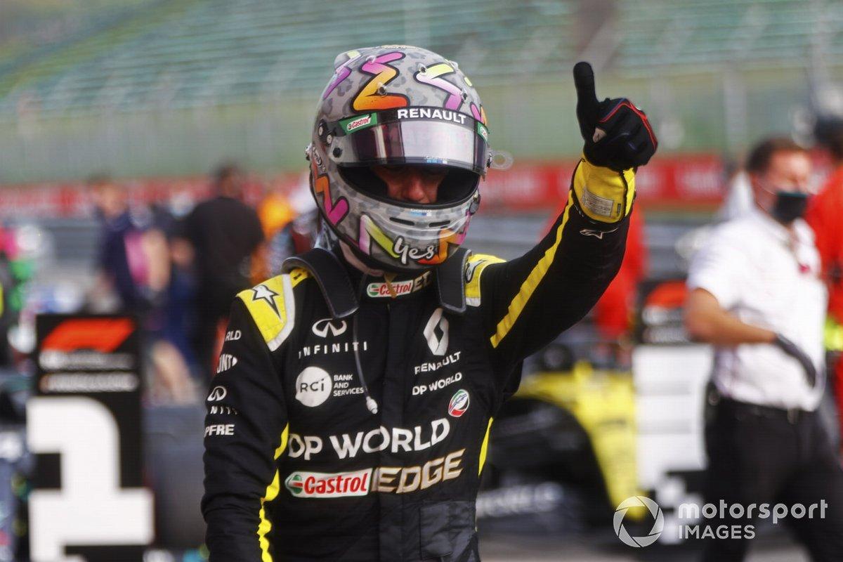 Daniel Ricciardo, Renault F1, terzo classificato, festeggia al Parc Ferme